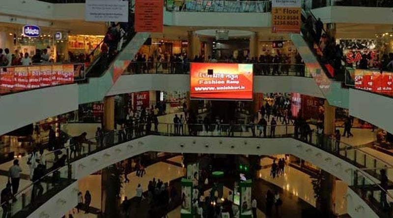 A man was restricted to enter in a shopping mall for wearing Dhoti