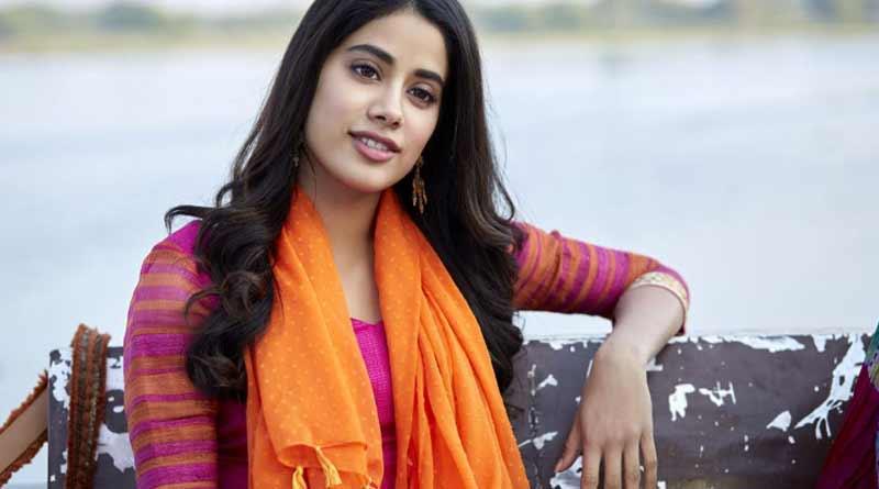 Dhadak screening: Janhvi breaks down as Boney-Arjun hug her