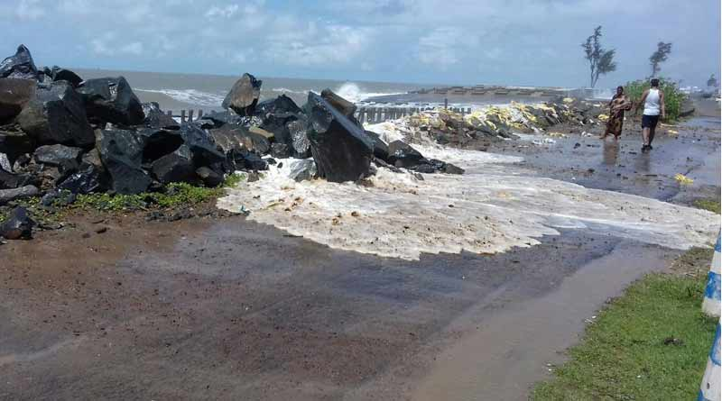 tide in Mandarmani , water logged in tourists places