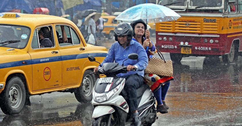 Kolkata hit by heavy rain, disrupting traffic in busy office hours