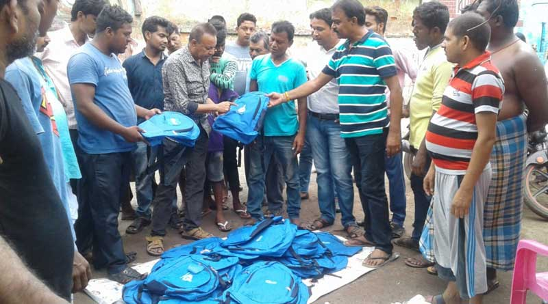 Burdwan: Man selling govt scheme bags held