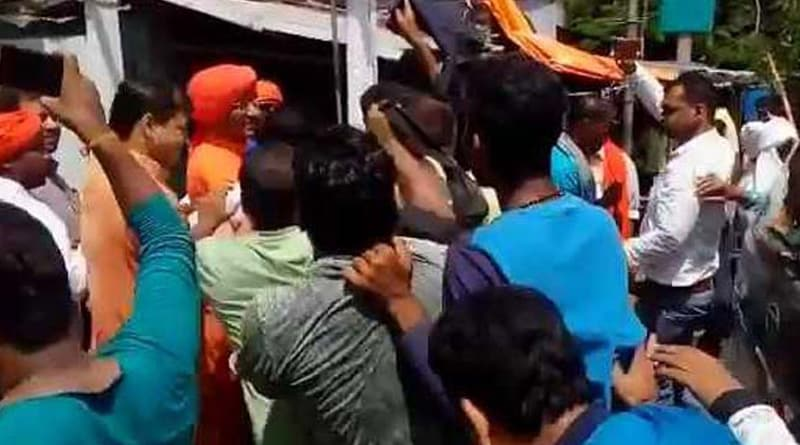 Swami Agnibesh attacked by BJP worker in Jharkhand