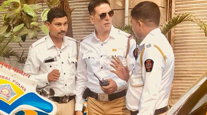 Akshay Kumar turns traffic cop, promotes road safety