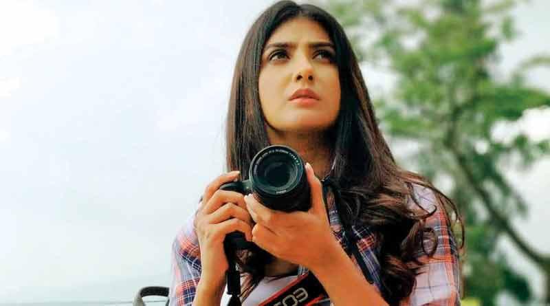 Parno Mittra plays journalist in Hoichoi original film
