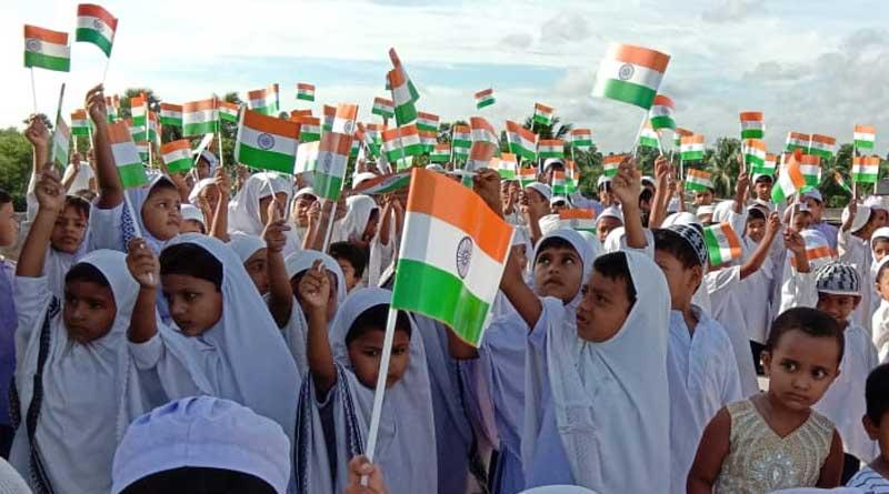 Modi-Mamata greet nation on Independence Day