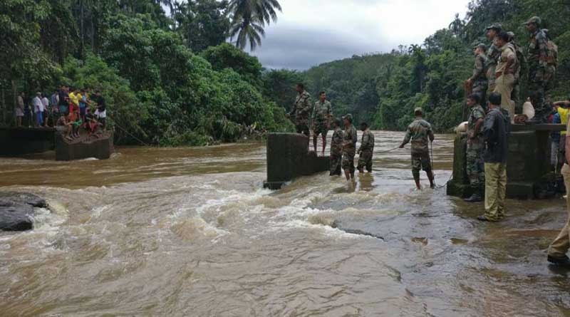 Army, Navy, Air Force join rescue efforts Kerala floods