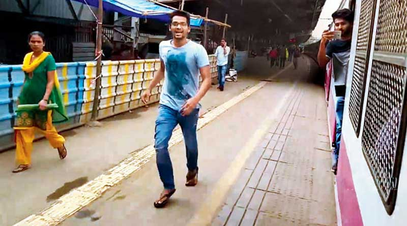 Vasai Railway Court ordered three youth to clean the Vasai railway station, for performing the Kiki challenge in front of moving train.