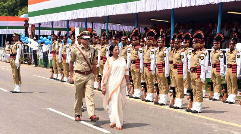 WB CM honours cops for bravery on Independence Day