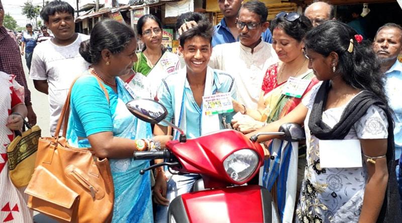 Safe drive save life campaign organize through Raksha Bandhan in Bagnan