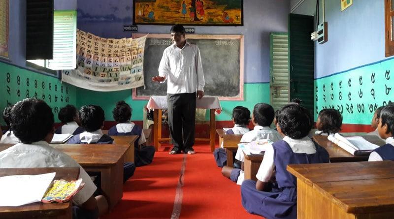 Purulia teacher honoured in Delhi on Techers' Day