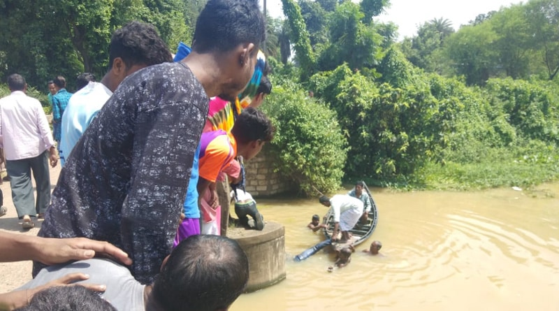 Durgapur: Speeding bike falls into river, 2 dead