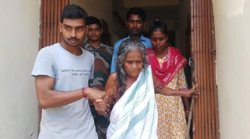 Howrah: College student turns savior for elderly woman  in Bagnan