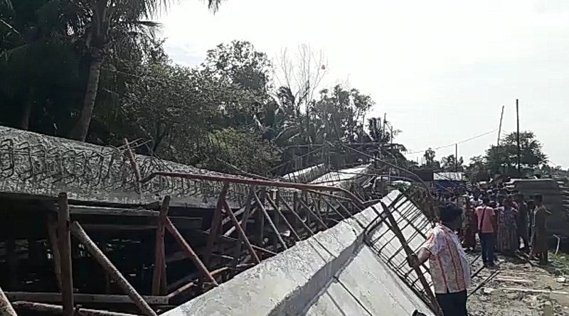 Under construction bridge collapse in Kakdwip