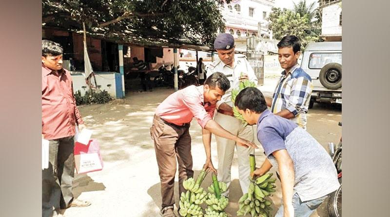 Thief return stolen banana in Murshidabad