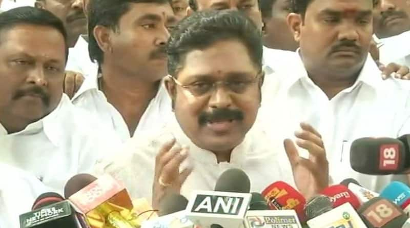 Madras HC blow to Dinakaran, Palaniswamy gets relief