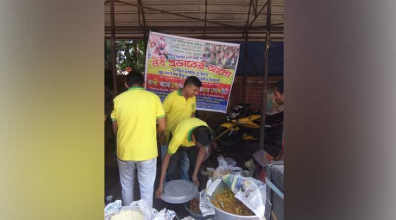 Murshidabad; a group Of youth feeding poor people in Kandi