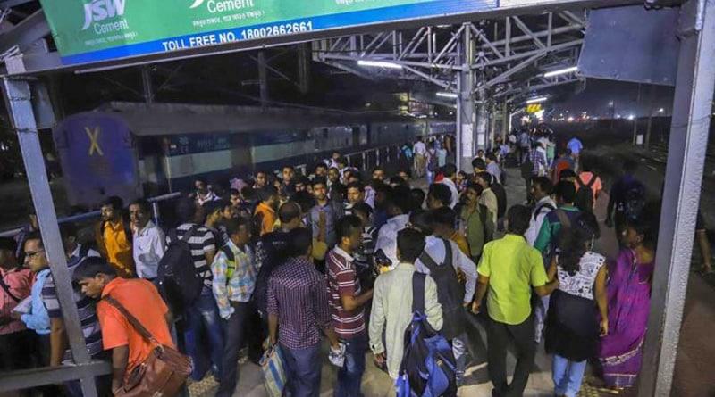 Santragachi stampede: Mamata govt launch probe against Railways