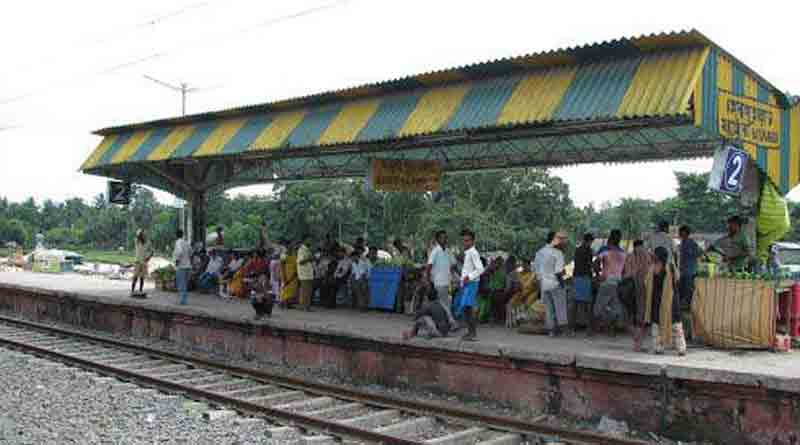 Crack in Railway truck disrupts service in Sealdah south section