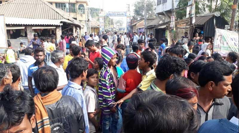 Road blockade in Arambag