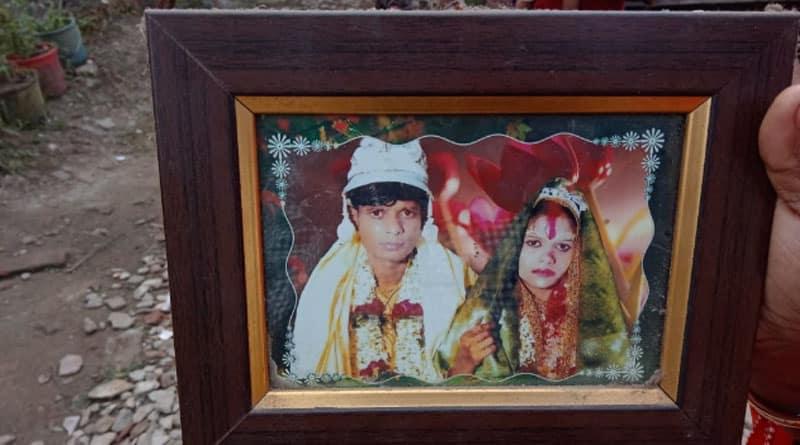 Couple hang themself in Sonarpur