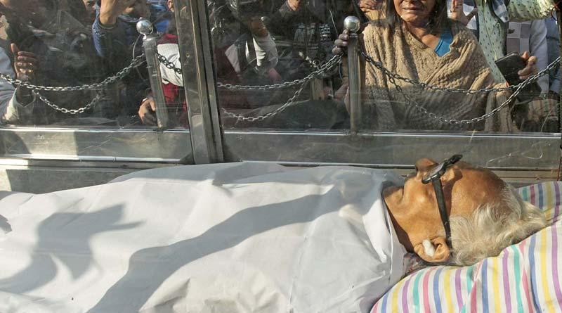 Filmmaker Mrinal Sen cremated