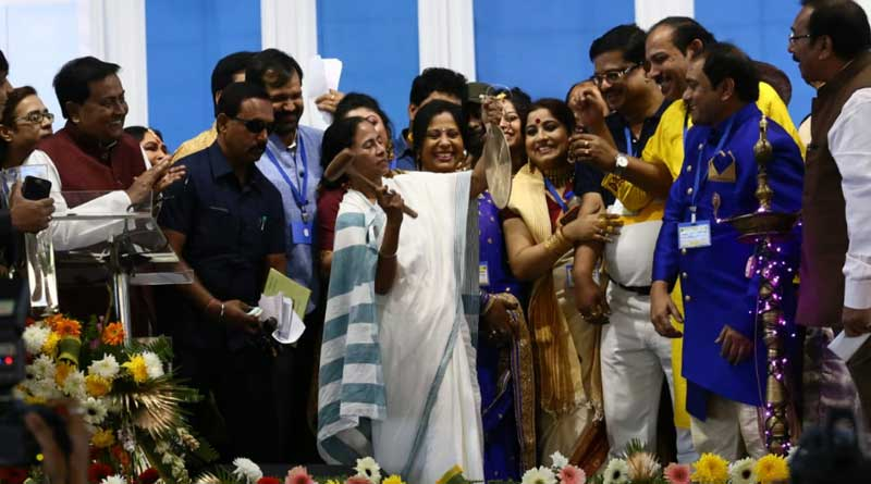 Mamata raps IT notice to Puja committees