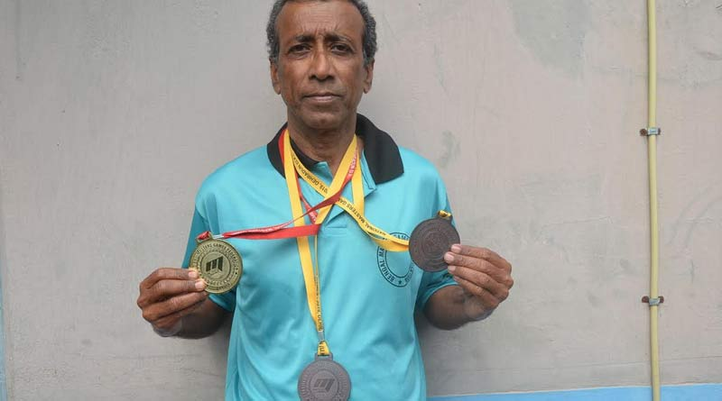 Katwa's teacher Ajay Mandal wins Gold medal in National Competition