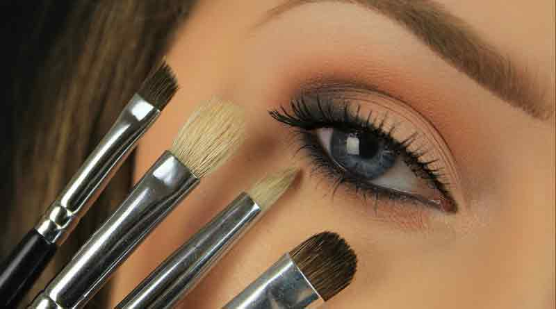 MAKE-UP-BRUSH