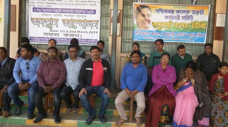 Non teaching staffs protest in College