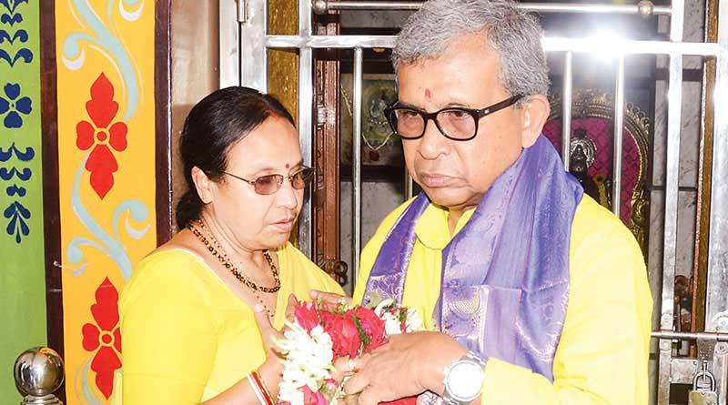 Gitarani Bhunia, Wife of Manas Bhunia helping husband