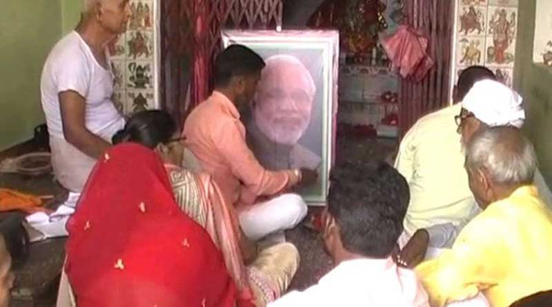 Supporters performing Puja of PM Modi in UP's Balia