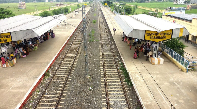 One person died in a train accident at Amtala in Arambagh.