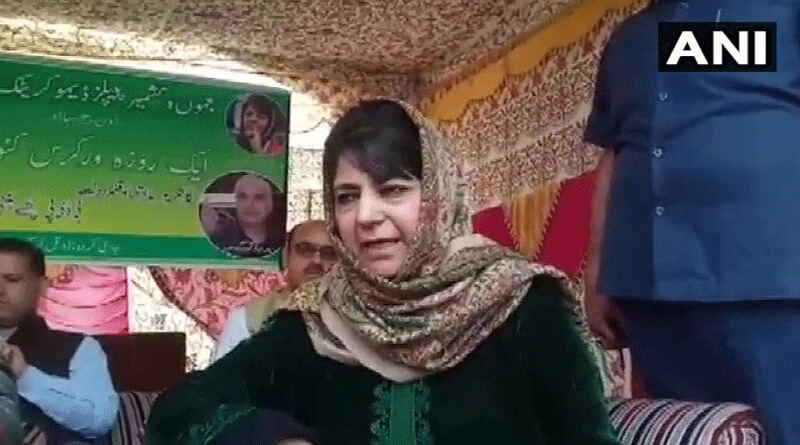 Mehbooba Mufti's Convoy Attacked With Stones In Kashmir's Anantnag.