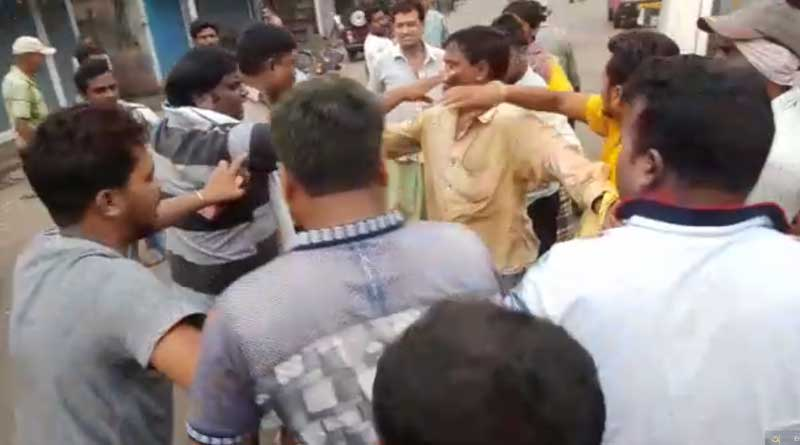 Cop and Civic volunteers thrashed for extortion in Durgapur (Watch Video)