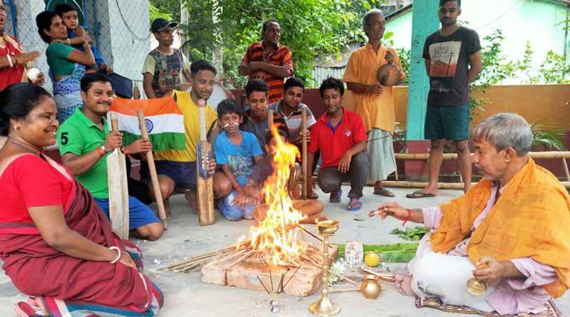 ICC Cricket World Cup 2019: Fans in Bangaon performs Hawan