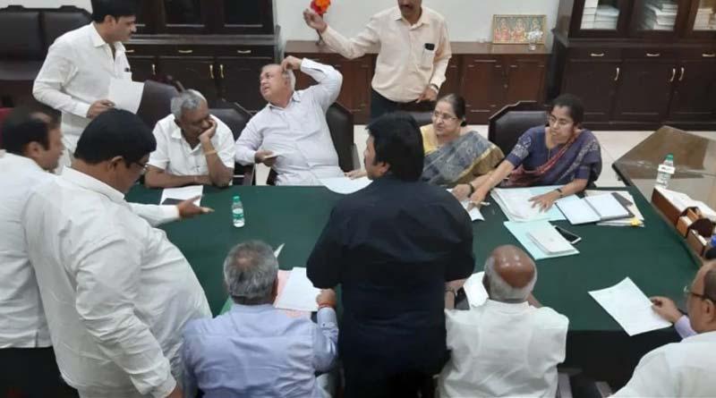 11 MLAs from JDS-Congress resigned from Karnataka govt