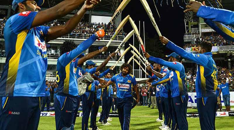 Sri Lankan players bid farewell Lasith Malinga with guard of honour