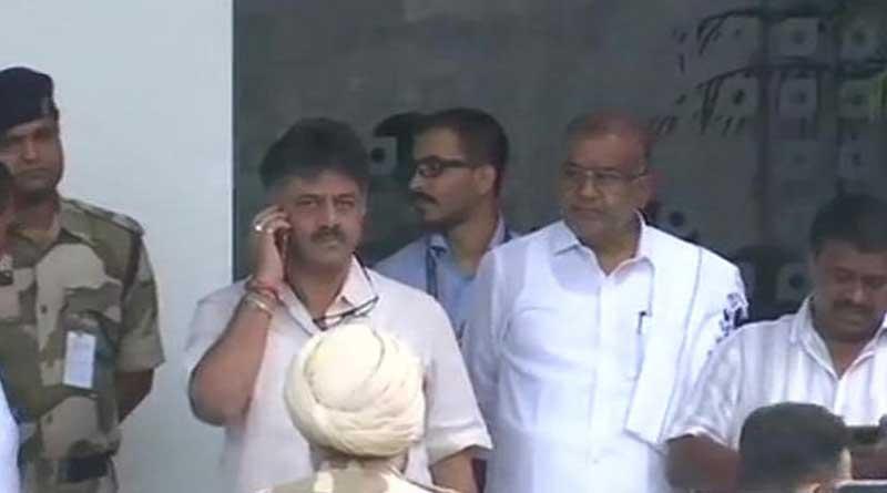 Row in K'taka: Congress leader Shivkumar stopped to enter Mumbai hotel