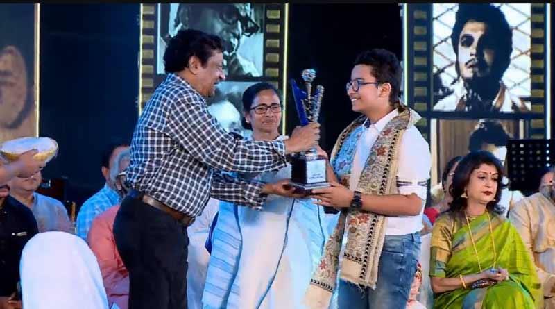 Mahanayak Uttam Kumar Samman is given by Chief Minister to artists