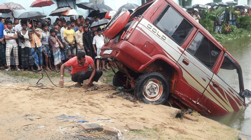 7 members of family died in a fatal accident at Bishnupur