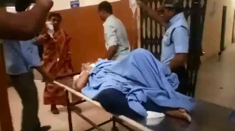 A woman daily passenger has been stabbed by male passenger in Kalyani