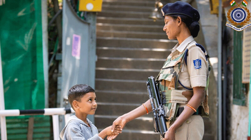 Woman CRPF is seen to shake hand with a child in Kashmir,picture goes viral