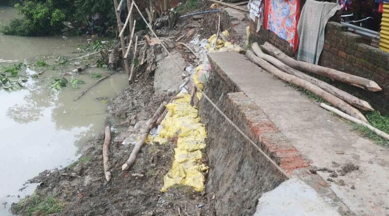 Land slide in Howrah's uluberia area, people's are stranded