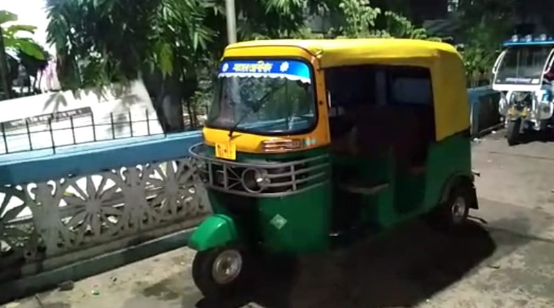Auto rickshaw turns turtle, lady passenger dead at Baruipur