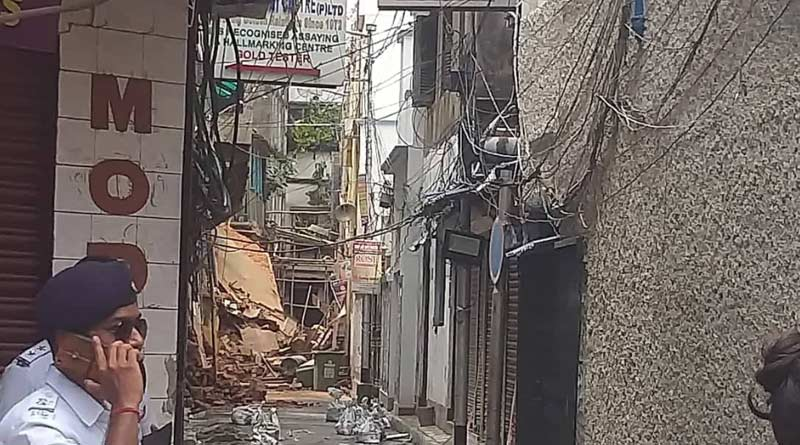 Another house collapsed in Bowbazar just before KMRCL starts work