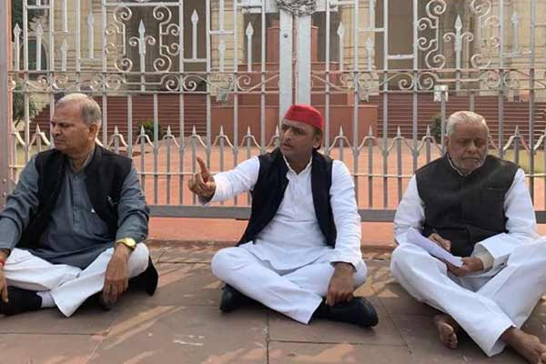 Akhilesh protests