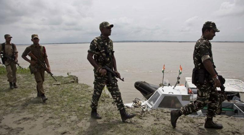 300 Bangladeshi nationals held while crossing over to Bangladesh