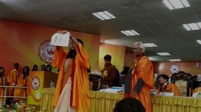 Gold Medalist Debsmita Chowdhury Tears CAA Copy, Chants 'Inquilab Zindabad' At Convocation