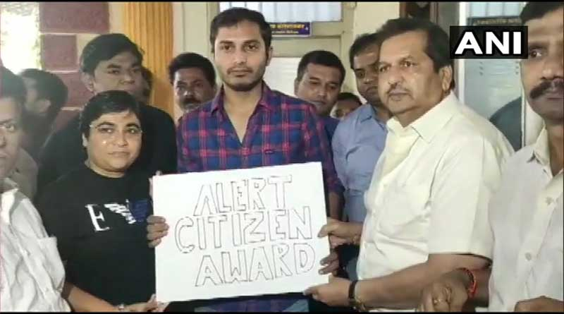 BJP felicitate that driver for taking anti CAA passenger to police.