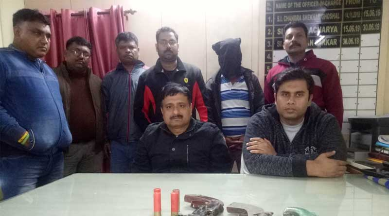 Police arrested six criminals with guns from Baruipur.